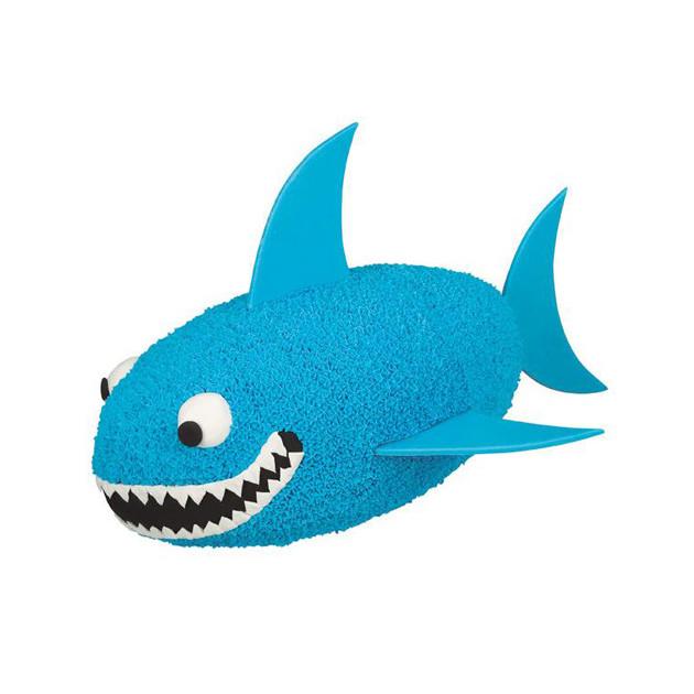 Requin confectionne avec le moule gateau original Ballon de Rugby Wilton