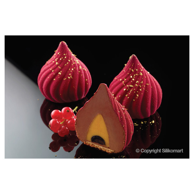 Patisserie realisee avec le moule silicone sphere torsade et le moule insert Silikomart