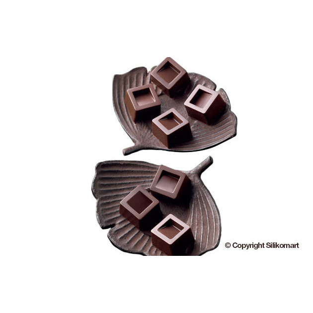 Chocolat Carres realises avec le moule silicone Easy Choc 15 carres