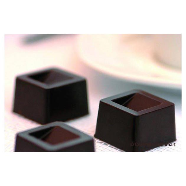 Carres de Chocolat realises avec le moule silicone easy choc silikomart