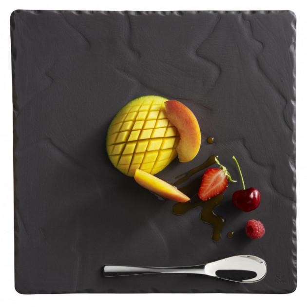 Dessert a la mange presente sur une Assiette Basalt porcelaine Revol