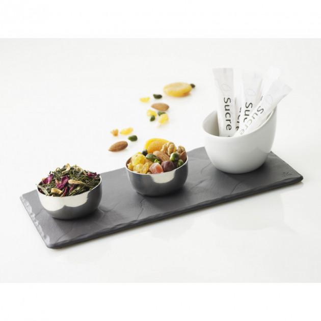 Gourmandises disposees sur l'assiette rectangulaire Revol Basalt