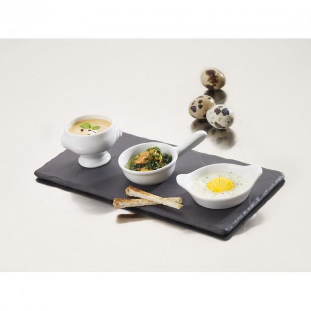 Exemple de presentation de l'assiette rectangulaire en porcelaine Revol Basalt