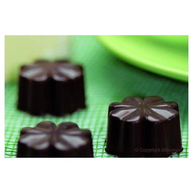 Fleurs en chocolat realisees avec le moule a chocolat easy choc