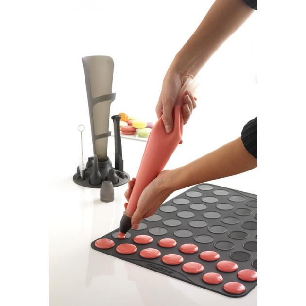 Preparation de macarons avec la Poche a Douille 1 L Mastrad