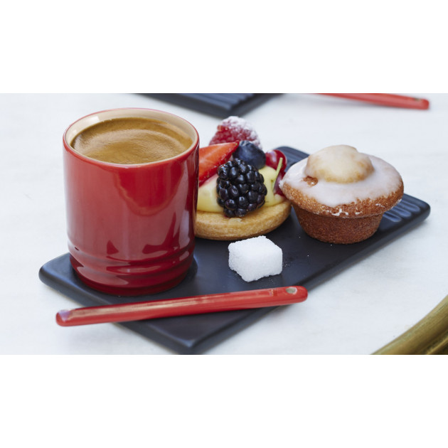Cafe gourmand avec la tasse cerise