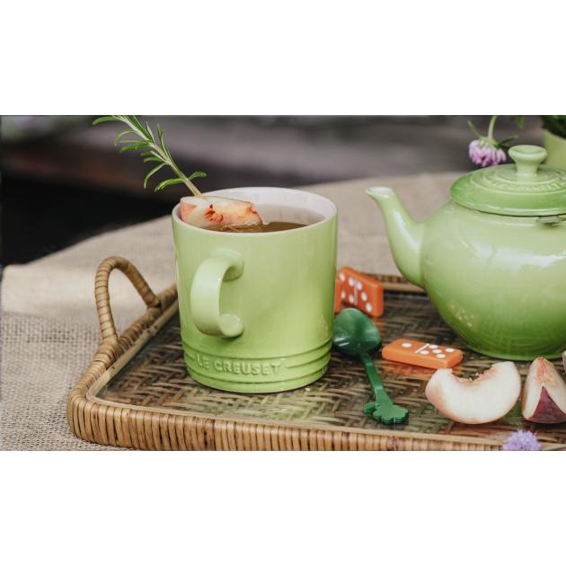 Presentation du mug vert Le Creuset