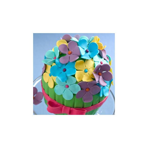 Presentation de gateau avec fleurs en pate a sucre Renshaw