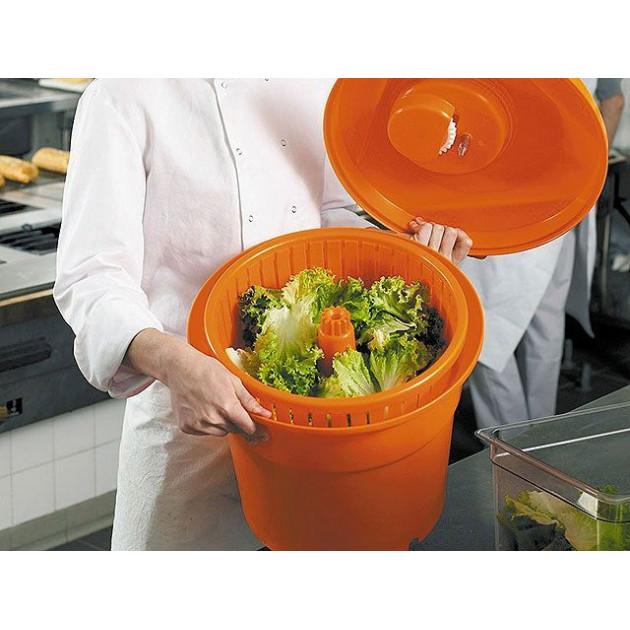 Permet d'essorer 3 a 5 salades en une fois