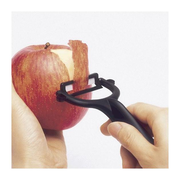 Epluchez vos fruits avec l'eplucheur noir Kyocera