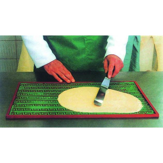 Tapis relief silicone - Etaler la pate a hauteur des motifs puis etaler le biscuit