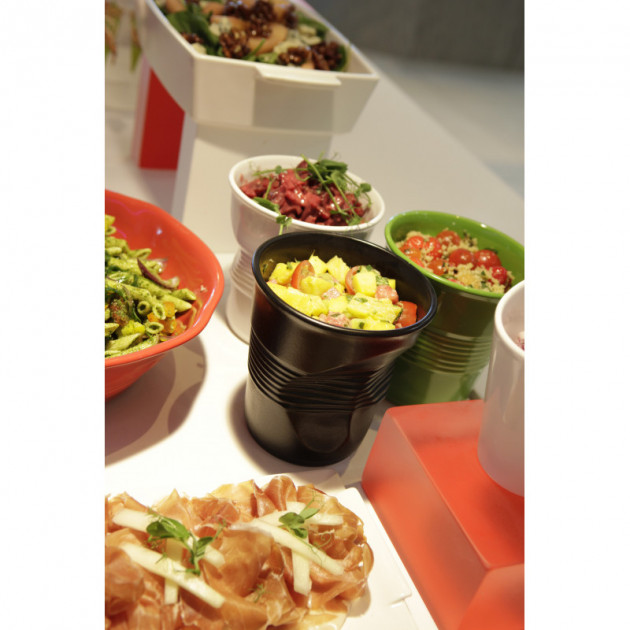 Salades fraiches presentees dans les Gobelets Froisses Revol