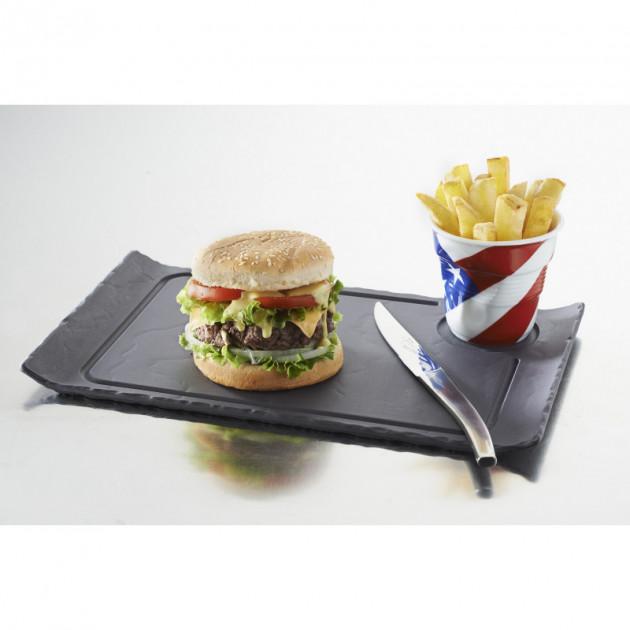 Burger presente sur une assiette a Burger en porcelaine Basalt Revol