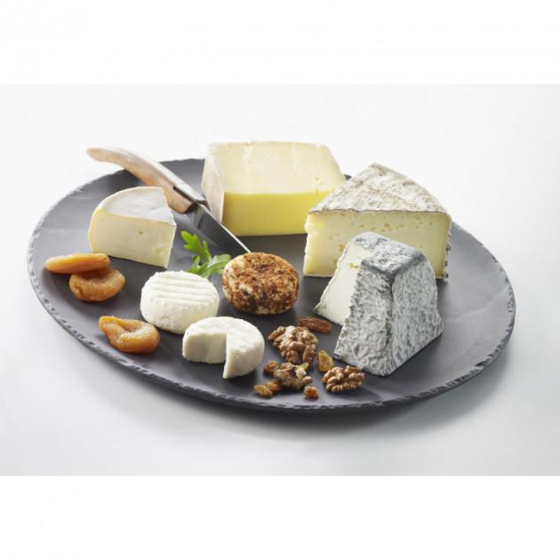 Plateau de fromages presente sur un plateau rond en porcelaine Basalt Revol