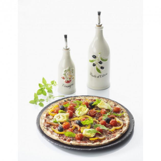 Pizza cuite sur le plateau rond Basalt Revol