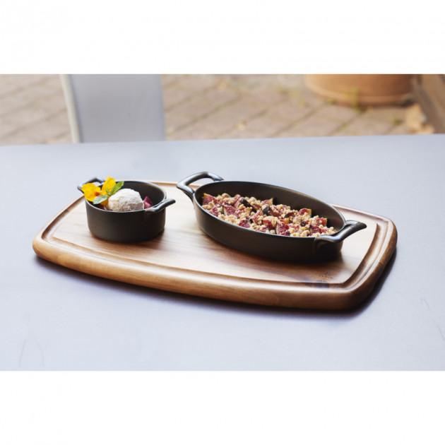 Dessert realise et presente dans un plat ovale Revol Belle Cuisine