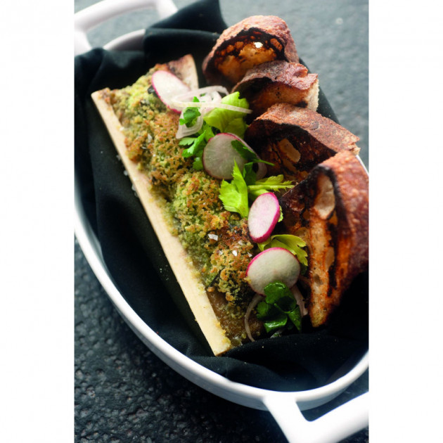 Tartines servies dans un plat ovale Revol Belle Cuisine