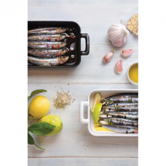 Plat de poisson servi dans un plat rectangulaire en porcelaine Revol
