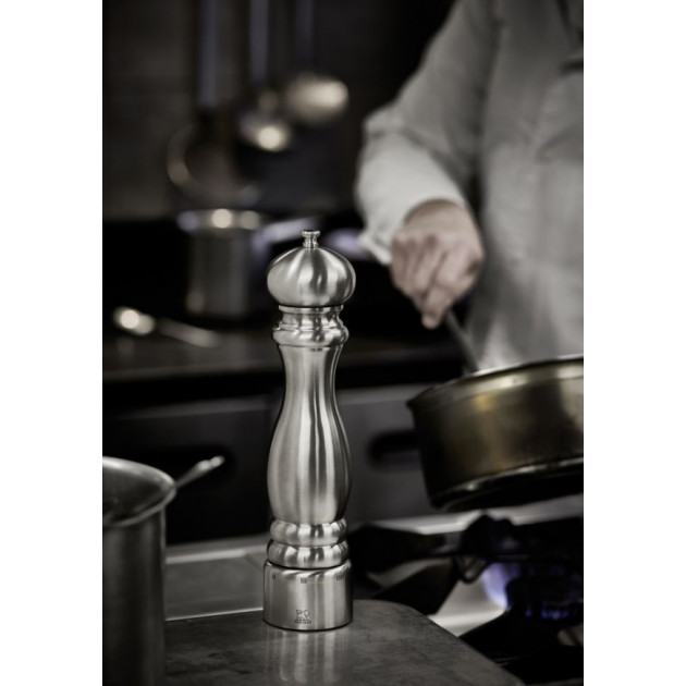 Le Moulin a Poivre Paris Chef U'Select 30 cm Inox Peugeot est utilise dans les cuisines des grands chefs !