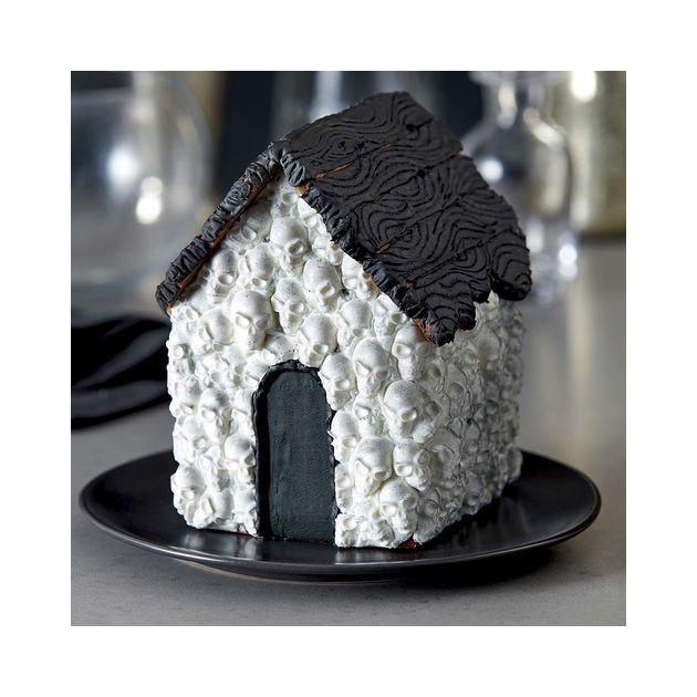 Maison decoree avec le moule chocolat tete de mort Wilton