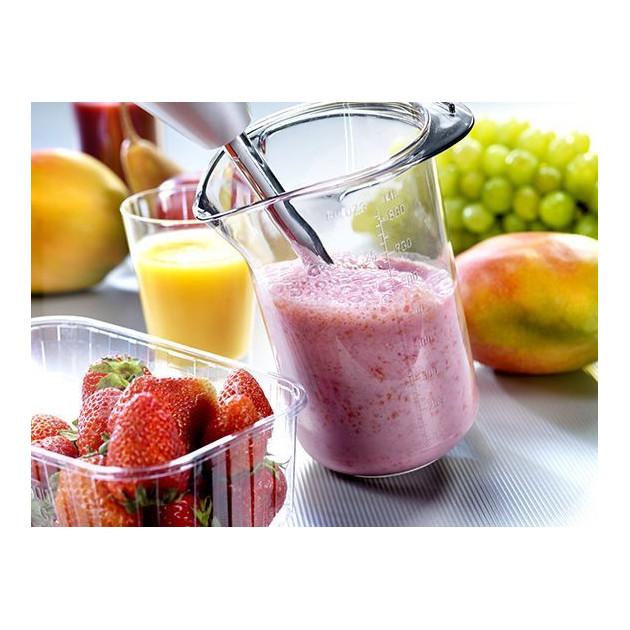 Realisation d'un smoothie a la fraise avec un mixeur plongeant Bamix