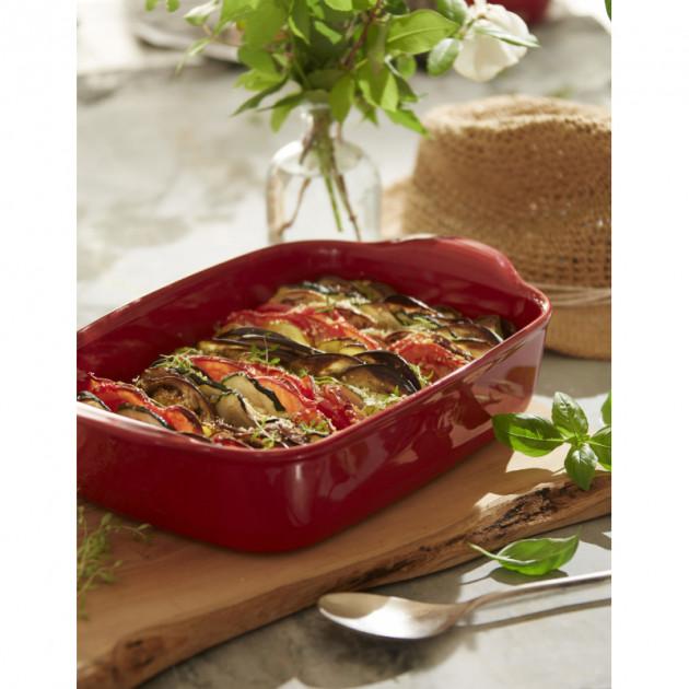 Recette courgettes et tomates cuisinee et servit a table dans le Plat a Four Emile Henry