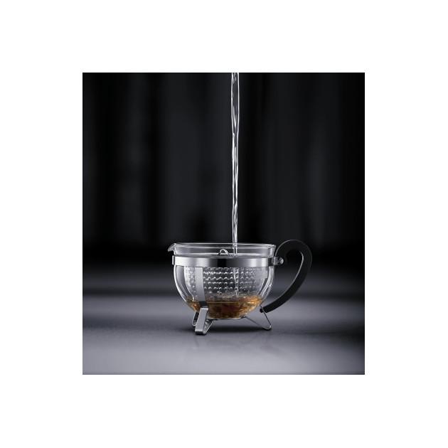 Versez l'eau chaude par-dessus et laissez infuser