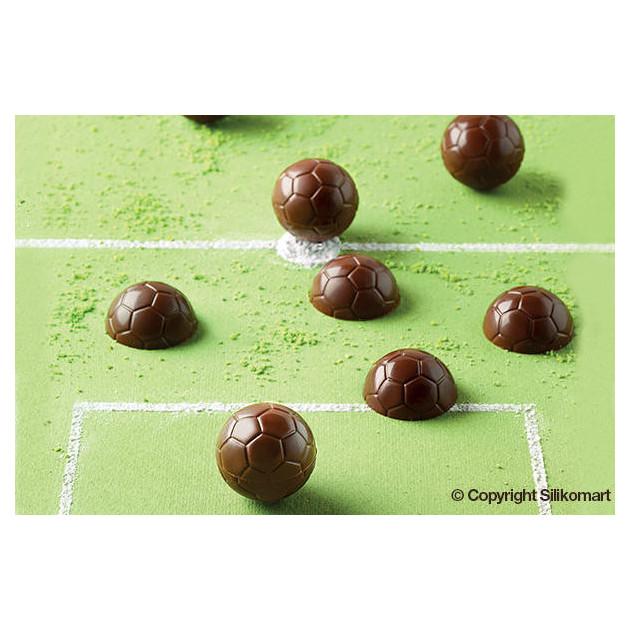 Ballons de foot realises avec le moule a chocolat en silicone easy choc