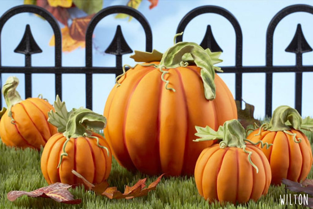 Décoration d'Halloween : Comment faire une citrouille en pâte à sucre ?