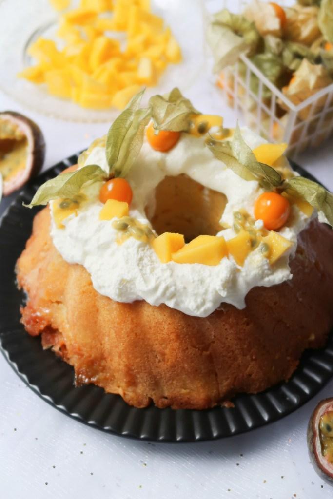 Bundt Cake aux Fruits Exotiques et Chantilly