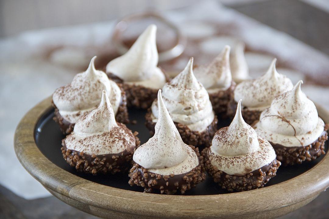 Retrouvez de délicieuses recettes de meringues françaises, iraliennes et suisses faciles et rapides