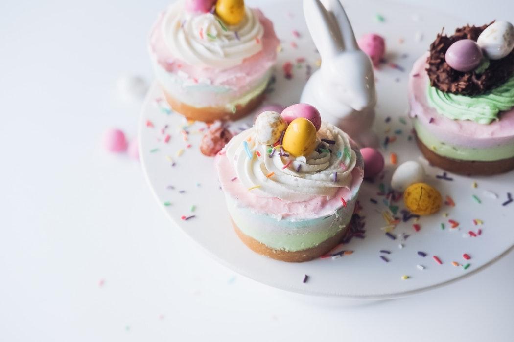 Que faire avec ses restes d'oeufs de Pâques ? Des cupcakes aux oeufs de Pâques !