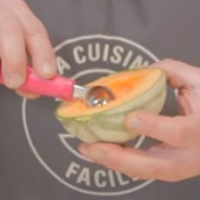 Billes de melon réalisées avec une cuillère parisienne