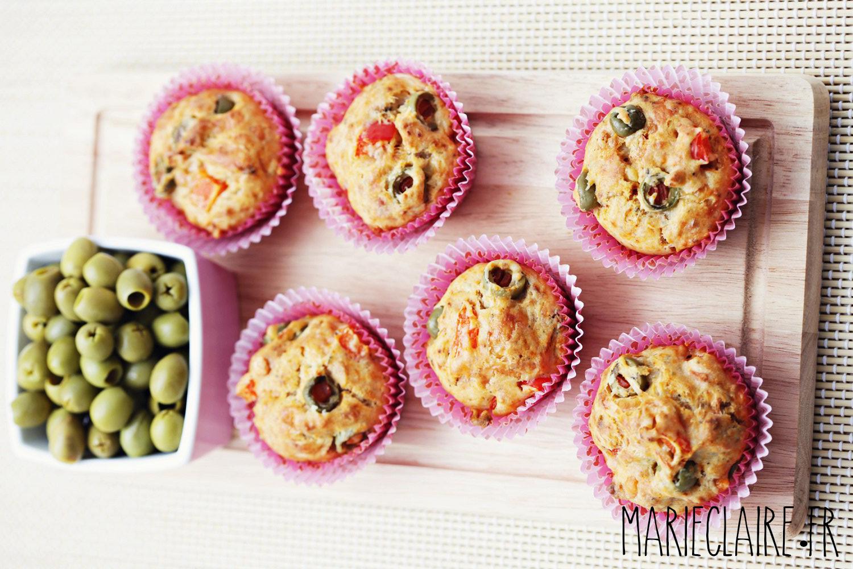 Découvrez une succulente recette de muffins au reblochon et aux olives à base de poudre d'amandes