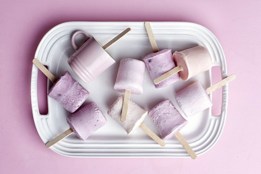 Bâtonnets de glace au yaourt et aux fruits