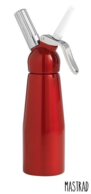 Siphon en Inox Mastrad couleur rouge. Contenant 0,5 L.