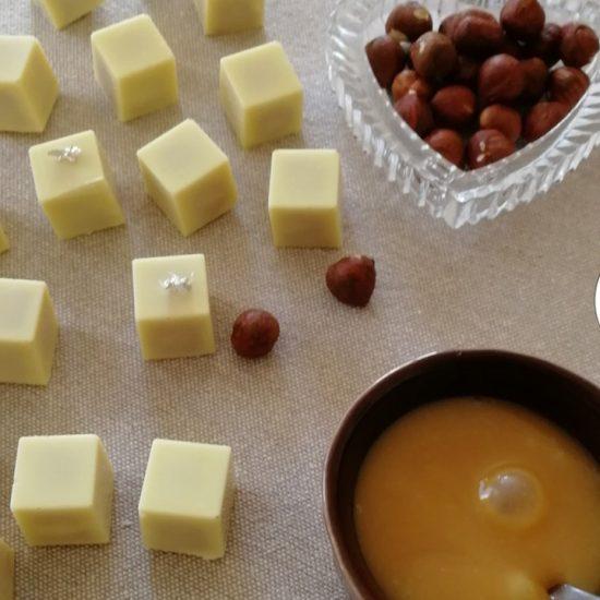 Découvrez la recette des chocolats blancs fourrés au caramel au beurre salé d'Oulalacbon.