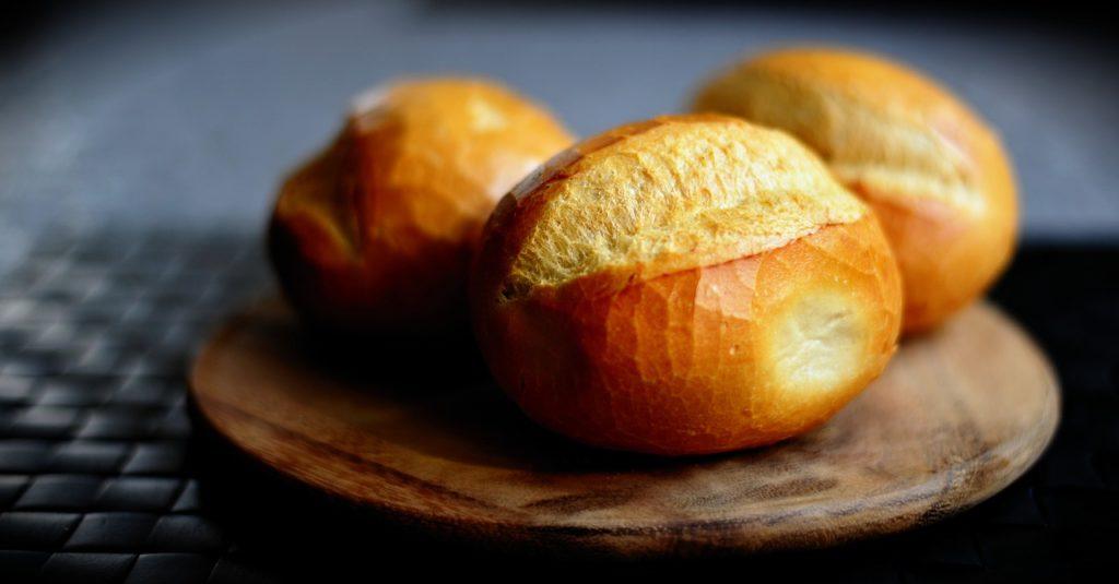 Dorez votre pain avec un blanc d'oeuf.