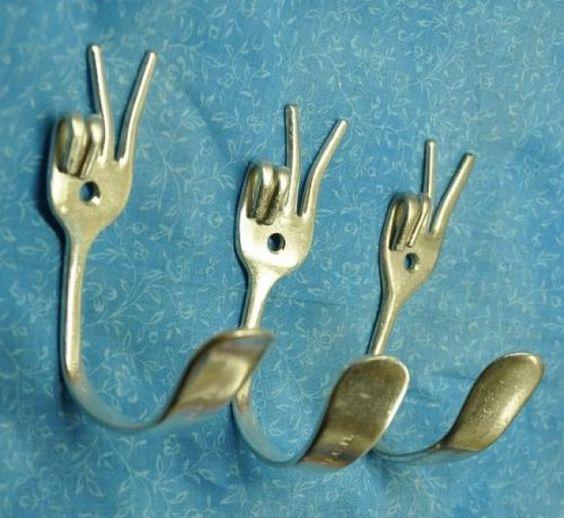 Décoration originale avec des fourchettes.