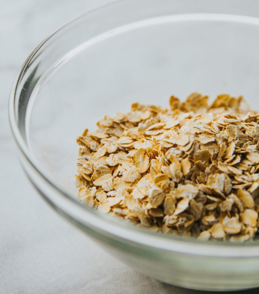 Mixez pour faire de la chapelure de flocons d'avoine.