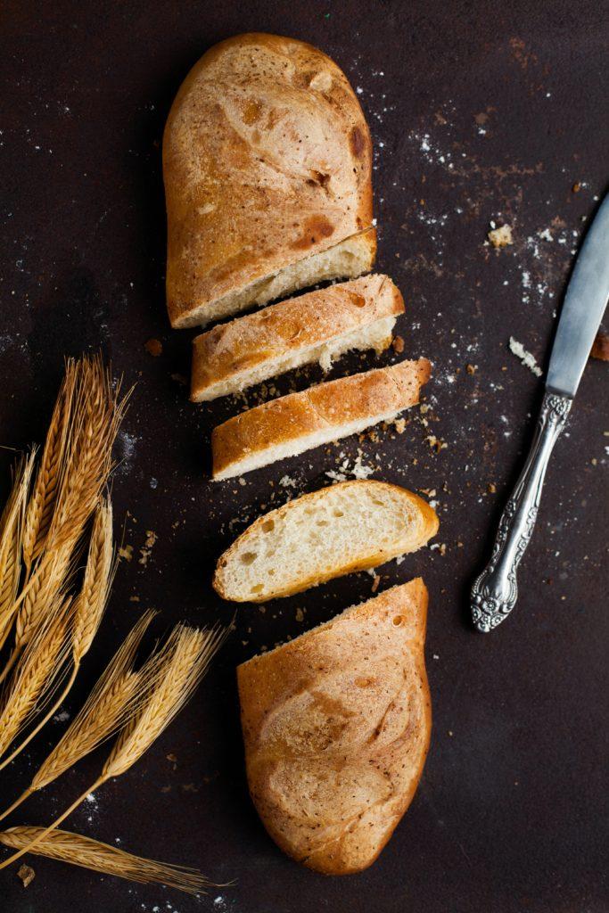 Faites de la chapelure avec du pain sec.