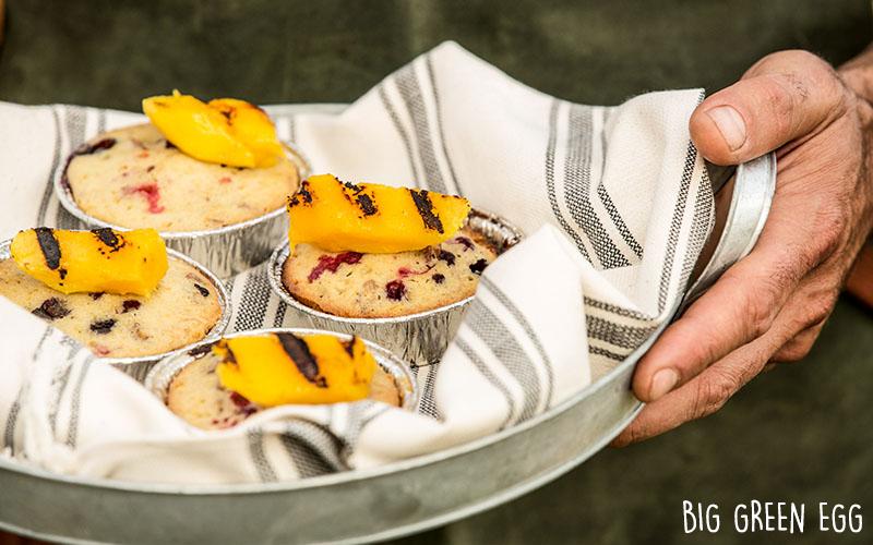 Cakes accompagnés de mangue grillée