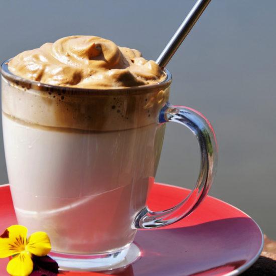 Découvrez comment réaliser un dalgona coffee. Le café glacé tendance du moment !