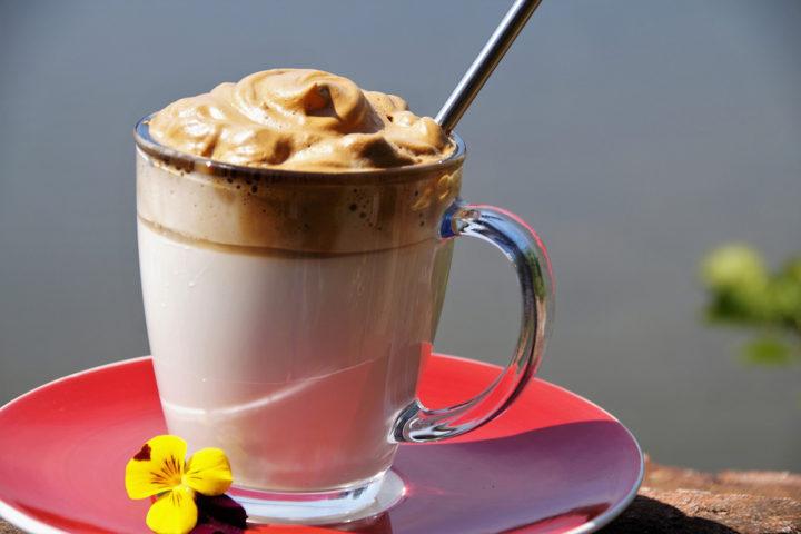 La boisson glacée de l'été : le dalgona coffee !