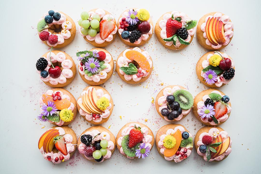 Découvrez des techniques de décoration facile pour vos gâteaux et entremets.