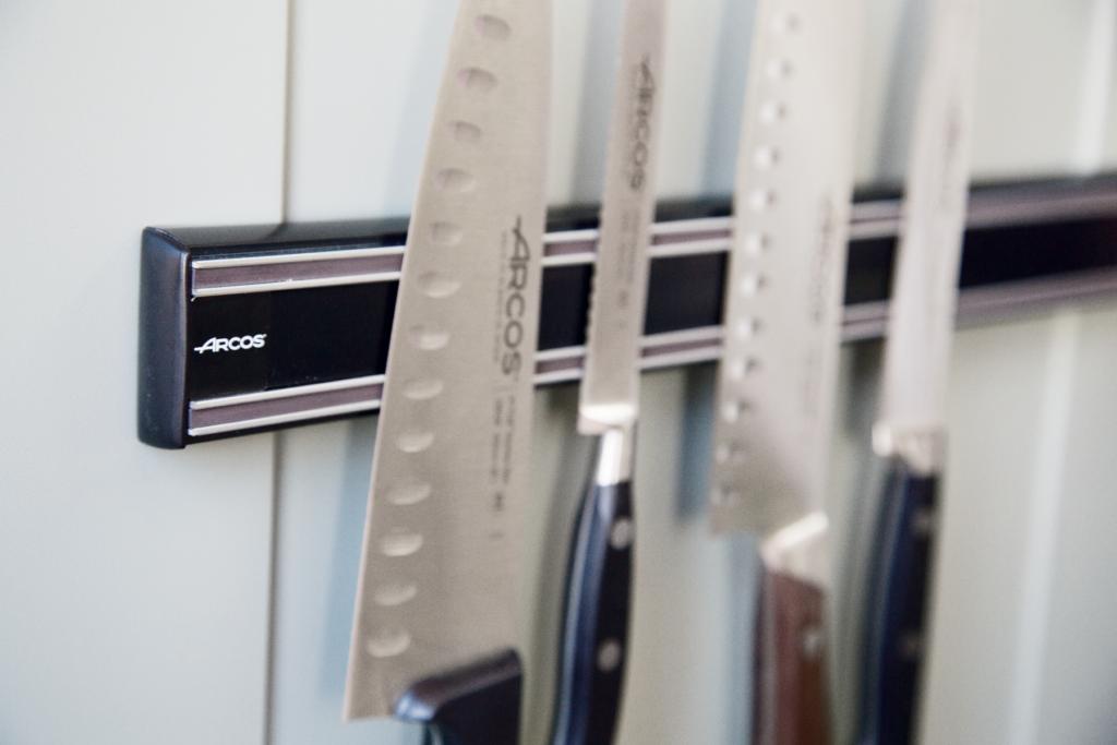 Rangez vos couteaux sur une barre aimantée !