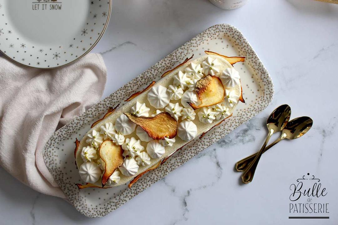 Découvrez cette recette d'entremets à la poire et à la fève tonka.