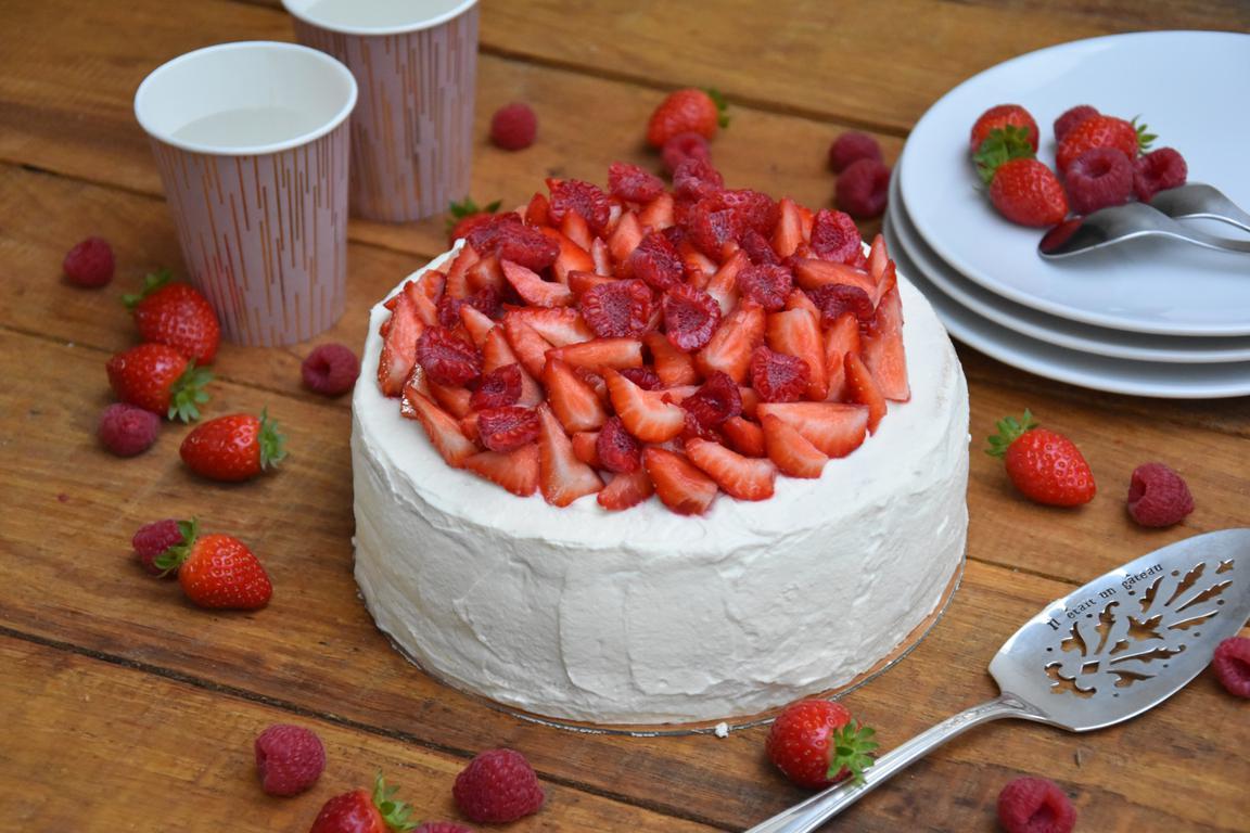 Gâteau de crêpes fraises et framboises