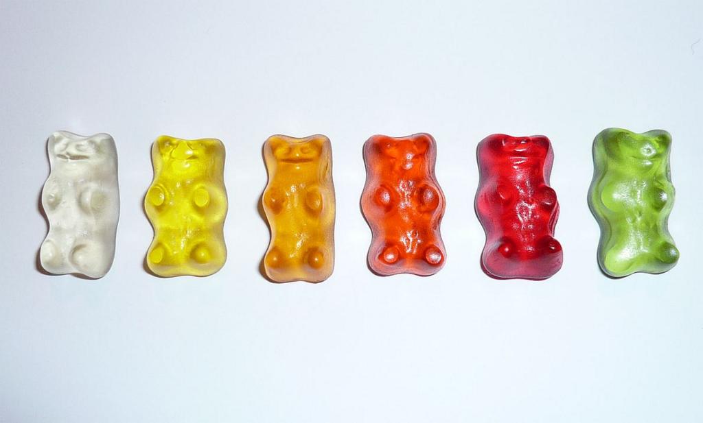 Bonbons oursons faits avec de la gélatine alimentaire.