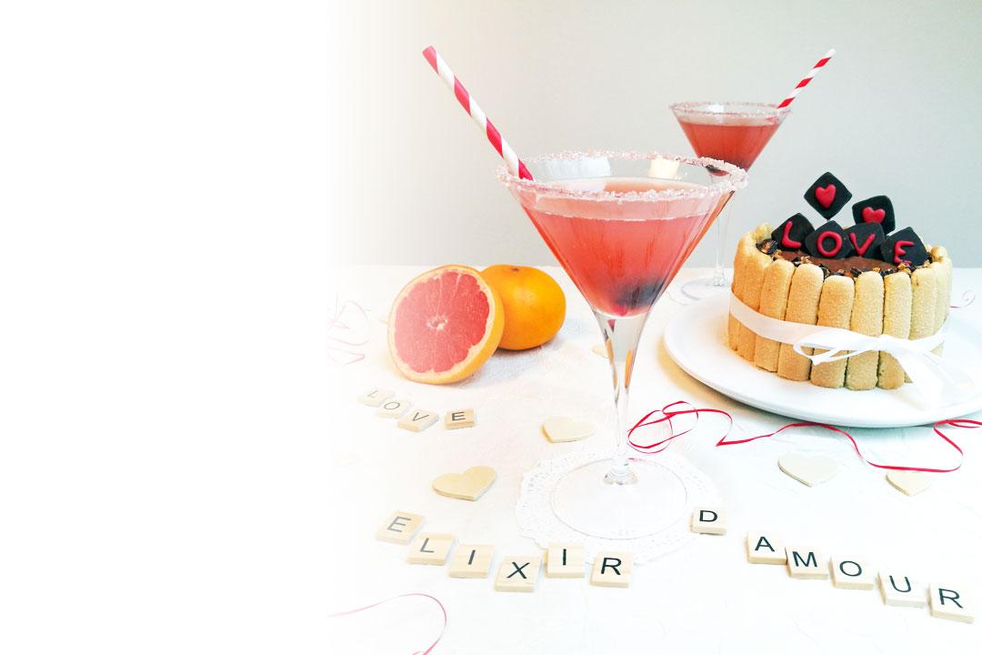 Préparez un cocktail sans alcool pour la Saint-Valentin à l'aide de limonade, jus de pamplemousse et sirop d'hibiscus.